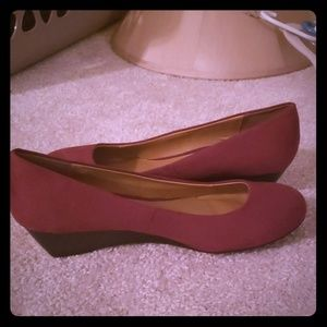 Wine colored low wedges